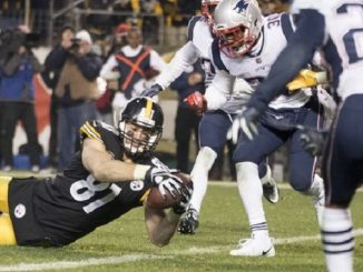 Jesse James, TE for Steelers, reaches for touchdown vs Patriots.